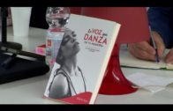 Presentado en Alcultura el libro  «La voz que danza en tu memoria» de JuanRa Hernández