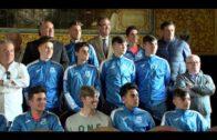 El alcalde recibe al juveniles B del Algeciras  y CD Salesianos