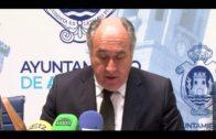 El alcalde felicita a los guardias civiles que salvaron la vida de 34 inmigrantes