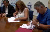 El alcalde firma el convenio con OHL que mejora las condiciones laborales de ayuda a domicilio