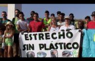 Barrio Vivo y Agaden llevan a cabo una limpieza del Parque del Centenario