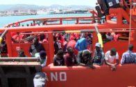 Salvamento rescata a 75 inmigrantes a bordo de tres pateras localizadas en aguas del Estrecho
