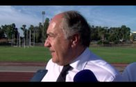 El alcalde supervisa las obras en los vestuarios del estadio de atletismo
