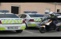La Policía Local retira cartelería no autorizada adosada a fachadas y mobiliario urbano