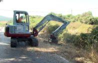 El Ayuntamiento acomete la limpieza y desbroce de márgenes de carreteras