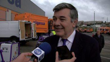 Fernández presenta el nuevo camión de carga lateral y los equipos de limpieza a presión de Algesa