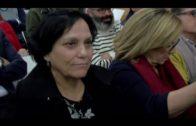 El alcalde acompaña a la escritora algecireña Emy Luna en la presentación de su primera novela