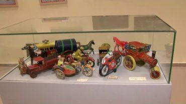 Reyes Magos 98 instala una exposición para recaudar fondos para la campaña 'Ningún niño sin juguete'
