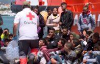 Salvamento Marítimo rescata a 50 migrantes magrebíes en aguas del Estrecho