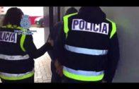 Las autoridades de Gibraltar entregan a la Policía Nacional a un individuo reclamado por Interpol