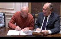 Curro Sánchez, visita el Ayuntamiento para firmar el convenio para el Centro de Interpretación