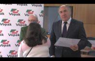 El alcalde entrega los diplomas a los jóvenes del  proyecto Conecta con el Empleo