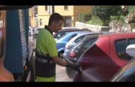 Limpieza ejecuta tareas de baldeo en el entorno del Instituto Isla Verde