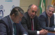 El alcalde de la ciudad, José Ignacio Landaluce, ha recibido hoy al viceconsejero de Presidencia de la Junta de Andalucía, Antonio Sanz