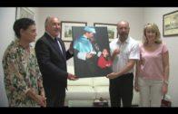 Un fotógrafo dona al Museo Municipal de Algeciras una instantánea de Paco de Lucía junto a su hija