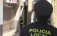La calle General Primo de Rivera permanece cortada tras la caída de cascotes