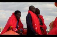 35 personas rescatadas en aguas del Estrecho, de ellas 7 menores, que navegaban en varias pateras