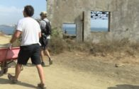 Se lleva a cabo la limpieza del litoral en La Ballenera