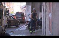 Los bomberos actúan en un incendio de una vivienda abandonada en Ruíz Zorrilla