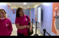 Exposición para concienciar sobre el cáncer de mama en el Hospital Punta Europa