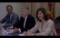 Grande-Marlaska entrega la medalla de la Mancomunidad a las comisarías de Algeciras y La Línea
