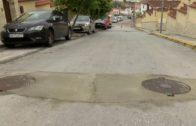 Emalgesa y Vías y Obras reparan la calzada de la calle Azahar en La Granja
