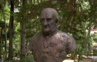 El Ayuntamiento realiza una actuación de limpieza en el busto del General Castaños