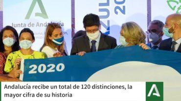 El delegado de  Playas recoge la Bandera Azul que ondeará en Getares por décimo año consecutivo