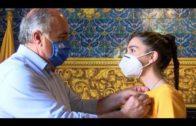 Landaluce recibe a la algecireña Noelia Pérez Arias, la estudiante del Campo de Gibraltar con la nota más alta de selectividad