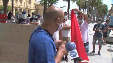 Marroquíes se concentran ante el consulado para pedir poder entrar en su país