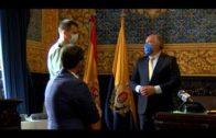 El alcalde recibe en su despedida al comandante de la Guardia Civil Jerónimo Pacheco
