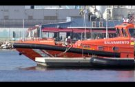 Rescatadas 49 personas que navegaban hacia la costa gaditana en dos kayak y una patera