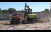 Ros visita las obras de la nueva zona de entrenamiento en construcción en La Menacha