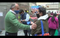 Landaluce participa en el reparto de mascarillas a los vecinos del Barrio de la Caridad