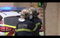 Los bomberos apagan, otra vez, un incendio en un edificio de viviendas abandonado en el Secano