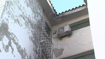Una persona herida al incendiarse un transformador de un bloque de viviendas en Algeciras