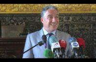 Elías Bendodo visitado el Ayuntamiento de Algeciras donde ha mantenido un encuentro con el alcalde
