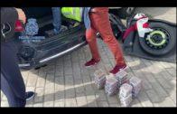 La Policía detiene a dos personas que transportaban 32 kilos de hachís ocultos en un vehículo