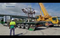 APBA traslada la escultura del barco de la Laja Alta desde Juan Carlos I a la Dársena del Saladillo