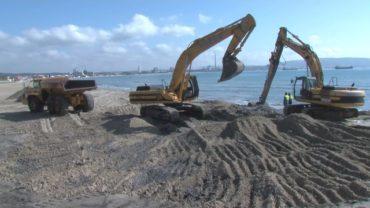 Dayta inicia el trasvase  de arena de la playa del Rinconcillo