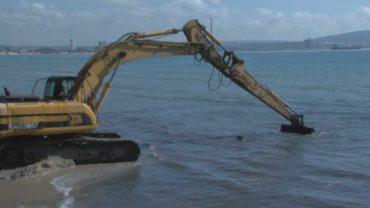 La APBA comienza el trasvase de arena de la playa del Rinconcillo