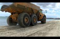 Los trabajos en El Rinconcillo se realizan de noche para posibilitar el uso ciudadano de la playa