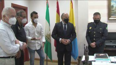 El 061 distingue al policía local Cándido Rivera por haber salvado la vida a un niño de 17 meses
